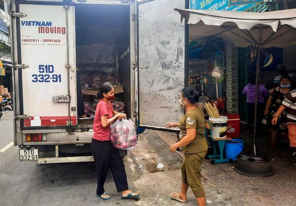 Xe anh Minh lên đường, chở yêu thương từ mọi miền về TP.HCM - Ảnh 2.