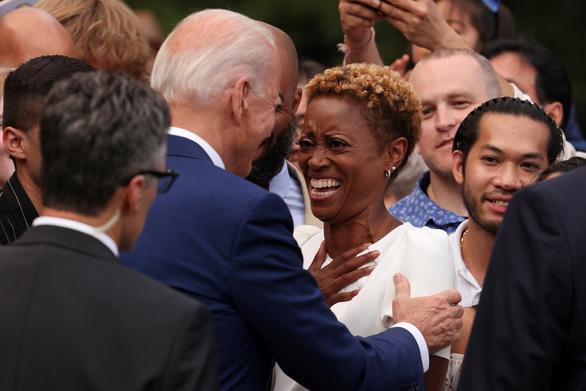 Tổng thống Biden: Nước Mỹ đã trỗi dậy từ bóng tối của COVID-19 - Ảnh 3.