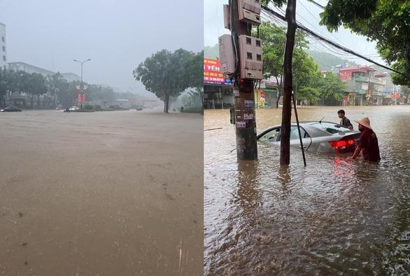 TP Lào Cai mưa lớn, nhiều ôtô chìm trong nước - Ảnh 4.