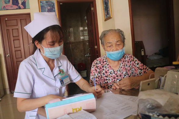 TP.HCM: Ở trong khu phong tỏa, gặp vấn đề sức khỏe được xử lý ra sao? - Ảnh 1.