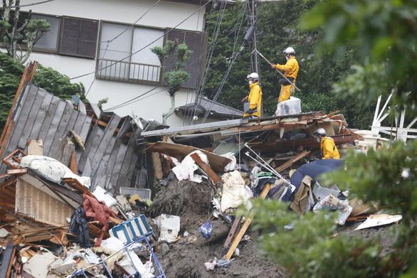 Ít nhất 3 người thiệt mạng, hơn 100 người mất tích vì lở đất ở Nhật - Ảnh 1.