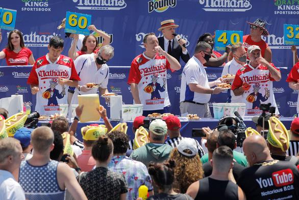 Người Mỹ đón Quốc khánh lần thứ 245 bằng lễ hội, âm nhạc và không khẩu trang - Ảnh 2.