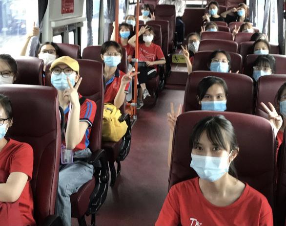 Bình Dương khát xét nghiệm COVID-19, 350 tình nguyện viên Hà Nội hỗ trợ - Ảnh 1.