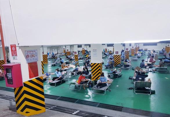 Bình Dương khát xét nghiệm COVID-19, 350 tình nguyện viên Hà Nội hỗ trợ - Ảnh 3.