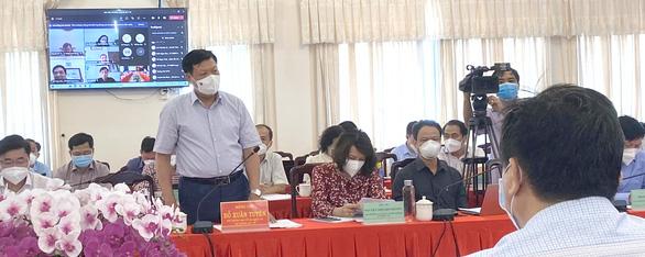 Thứ trưởng Bộ Y tế nói gì về việc Phú Yên đề nghị cho cách ly F1 tại nhà? - Ảnh 1.