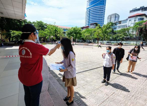 Trên 1 triệu thí sinh cả nước làm thủ tục dự thi tốt nghiệp THPT - Ảnh 13.