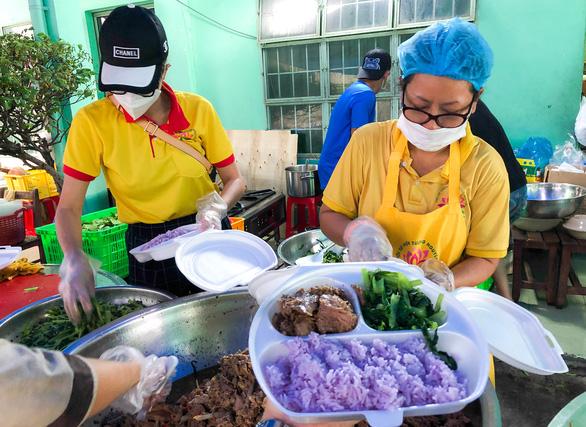 Tường Nguyên thiền tự nhỏ ở quận 4 với 6.000 phần cơm từ bi chia sẻ mỗi ngày - Ảnh 3.