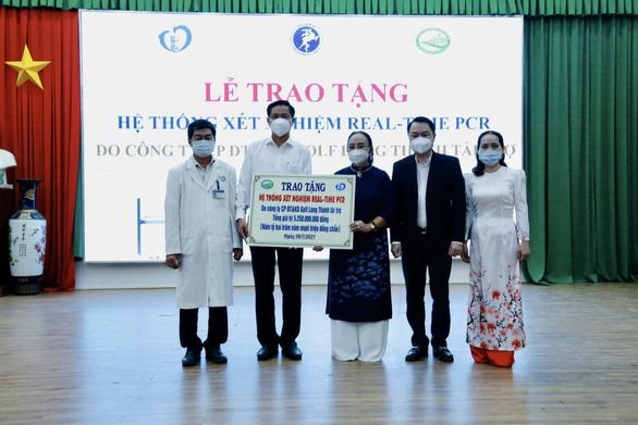 Công ty Golf Long Thành trao tặng hệ thống máy xét nghiệm COVID-19 trị giá 5 tỉ cho tỉnh Đồng Nai - Ảnh 1.