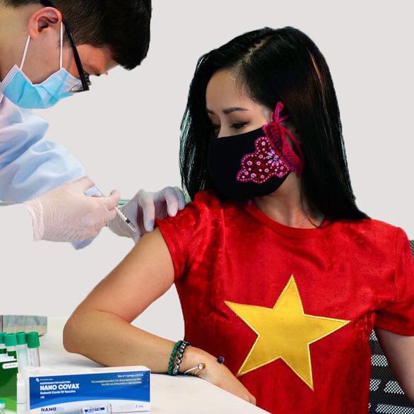 Hồng Nhung tiêm thử nghiệm vắc xin Nanocovax, đạo diễn phim Superman qua đời ở tuổi 91 - Ảnh 2.