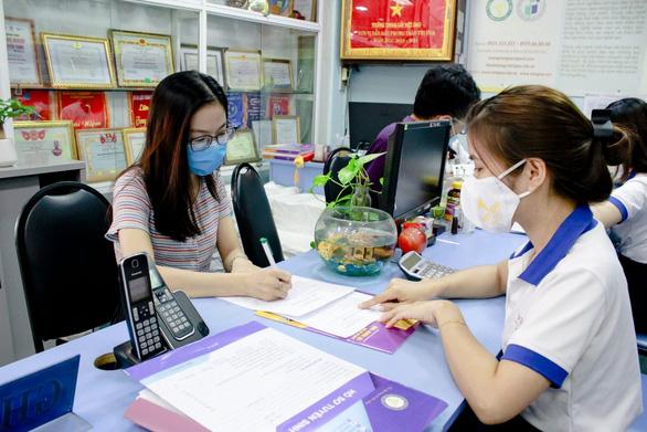 TP.HCM hoãn thi lớp 10: nhiều phụ huynh nộp hồ sơ nhập học Trung cấp Việt Giao - Ảnh 2.