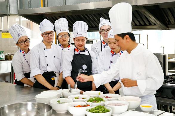 Học ngành Nhà hàng - Khách sạn với bằng Cử nhân ĐH CY Cergy Paris (Pháp) - Ảnh 1.