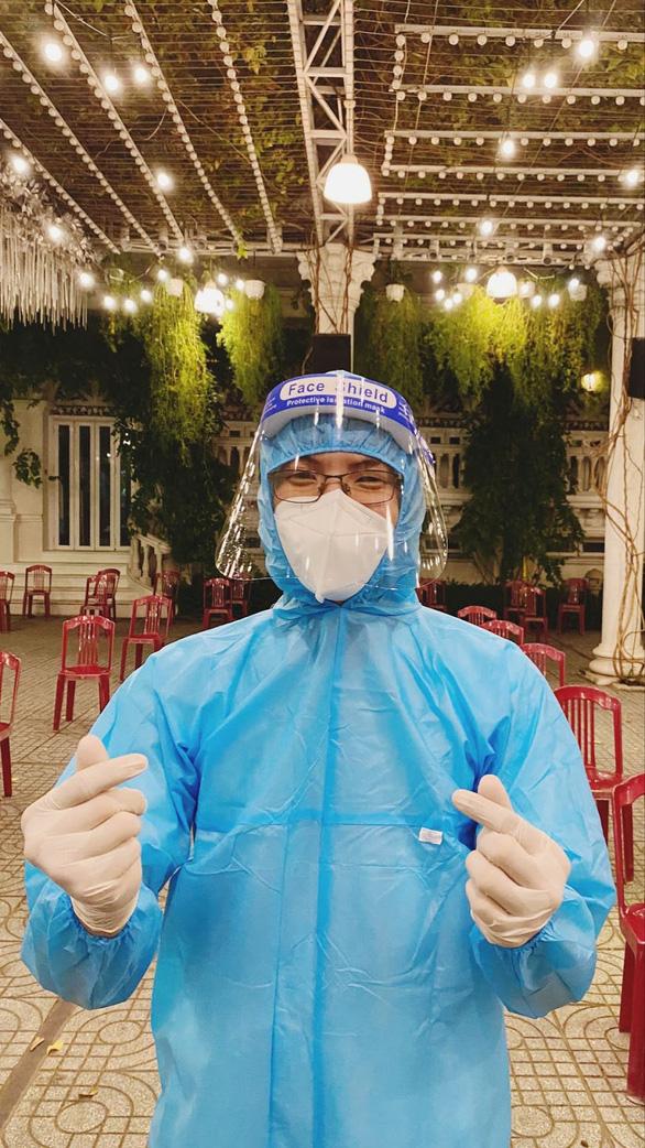 Sinh viên y khoa TP.HCM tình nguyện chống dịch: Có ngày làm 20 tiếng, mở mắt là mẫu bệnh phẩm - Ảnh 4.