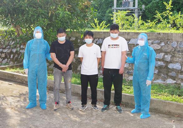 Khởi tố vụ án đưa 3 người Trung Quốc nhập cảnh trái phép vào Việt Nam - Ảnh 1.