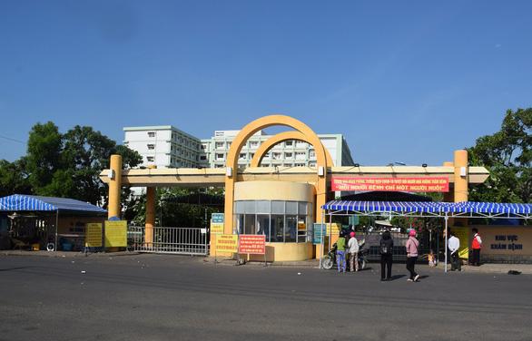 Dược sĩ ở Bệnh viện Đa khoa Phú Yên mắc COVID-19 sau 3 lần xét nghiệm - Ảnh 1.