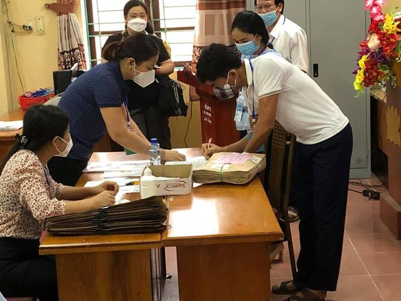 2 điểm thi ở Phú Yên dừng thi vào 'giờ G' do COVID-19 - Ảnh 1.