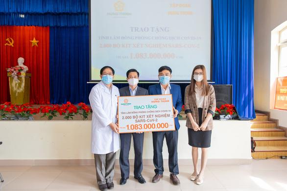 Tập đoàn Hưng Thịnh trao 2.000 bộ kit xét nghiệm COVID-19 - Ảnh 1.