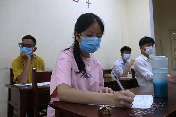 Thí sinh đặc biệt ở TP.HCM bị kẹt lại Thừa Thiên Huế do COVID-19 - Ảnh 2.