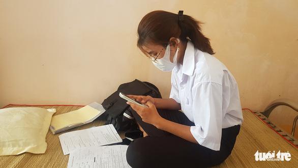 Đưa 30 thí sinh Cô Tô vào nghỉ miễn phí tại Trung tâm bồi dưỡng chính trị huyện - Ảnh 1.