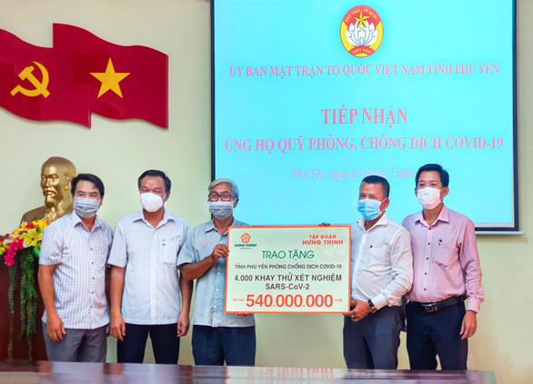 Tập đoàn Hưng Thịnh trao 2.000 bộ kit xét nghiệm COVID-19 - Ảnh 2.