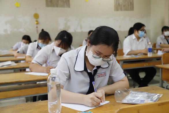 Sóng của Xuân Quỳnh vào đề thi tốt nghiệp, thí sinh kêu hơi khó phần đọc hiểu - Ảnh 3.