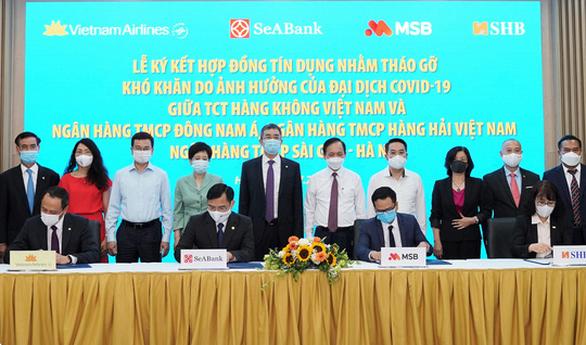 Ba ngân hàng cho Vietnam Airlines vay gói tái cấp vốn 4.000 tỉ đồng - Ảnh 1.