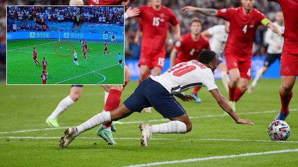 Quả phạt đền cho đội tuyển Anh là trò hề - Ảnh 1.