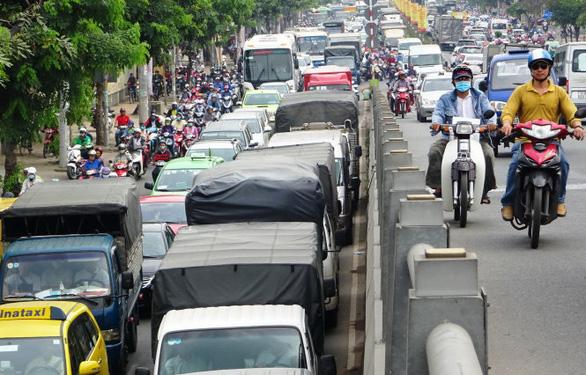 Đề xuất bỏ cấm xe tải 3,5 tấn vào nội đô để tăng vận chuyển hàng đến siêu thị - Ảnh 1.