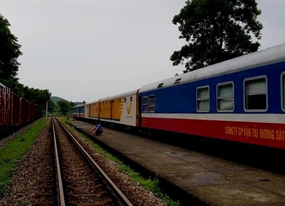 Bị Huế từ chối nhận, 26 người dân Thừa Thiên Huế phải đi tàu từ TP.HCM ra Quảng Trị - Ảnh 1.