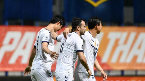 Đá với đội hình dự bị, Viettel thua đậm Ulsan Hyundai 0-3 - Ảnh 2.