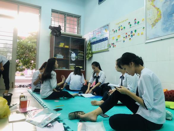Những điểm thi đặc biệt - Kỳ 3: Học sinh xã đảo Thạnh An vượt vũ môn - Ảnh 2.