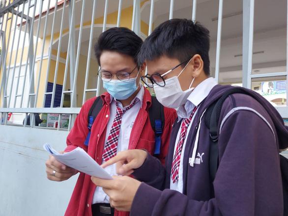 Sáng nay 8-7 thi tốt nghiệp THPT buổi thứ 3, tăng cường hơn biện pháp phòng chống dịch - Ảnh 2.