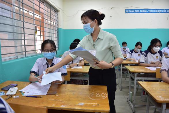 Sáng nay 8-7 thi tốt nghiệp THPT buổi thứ 3, tăng cường hơn biện pháp phòng chống dịch - Ảnh 4.