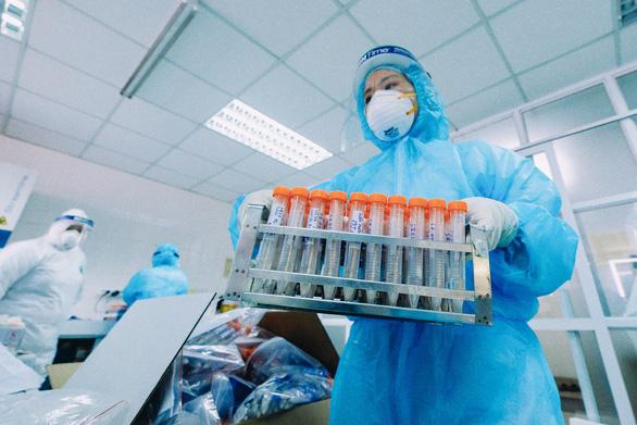 Bệnh viện Phổi Hà Nội phát hiện cùng lúc 10 ca COVID-19 - Ảnh 1.