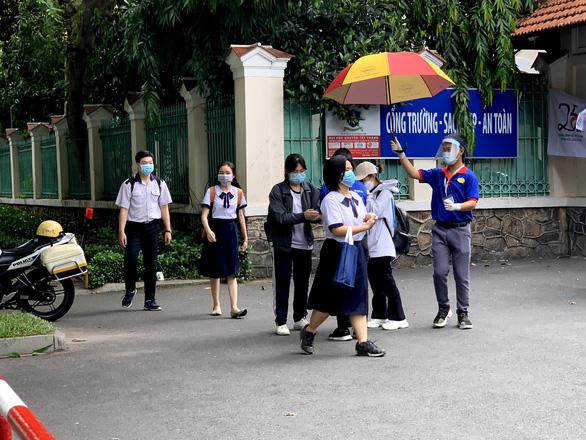 Bộ GD-ĐT điều chỉnh lịch tuyển sinh đại học - Ảnh 1.