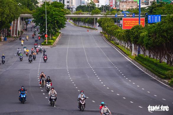 TP.HCM vượt ngưỡng 10.000 ca COVID-19, Việt Nam nhận hơn 1 triệu liều vắc xin  - Ảnh 1.