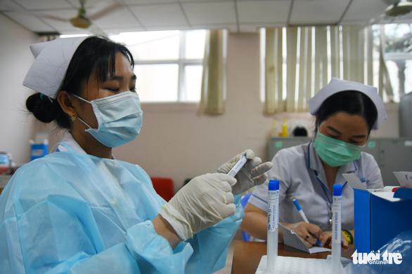Phong tỏa tạm thời khoa nội tiết Bệnh viện Đa khoa Đồng Nai do bác sĩ mắc COVID-19 - Ảnh 1.