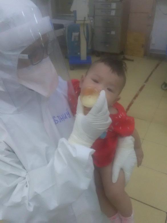 Bác sĩ Phạm Thị Thanh Thúy: Mình tiếp tục vắt sữa gửi xuống cho bé đây! - Ảnh 1.