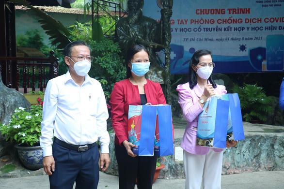 TP.HCM: Khẩn trương kết hợp Đông - Tây y trong phòng, chống dịch COVID-19 - Ảnh 2.