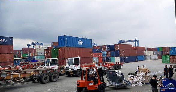 Cảng Cát Lái tạm ngưng tiếp nhận nhiều loại hàng vì hàng tồn tăng - Ảnh 1.