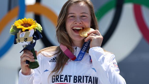 Cựu đầu bếp Charlotte Worthington giành HCV lịch sử Olympic - Ảnh 2.
