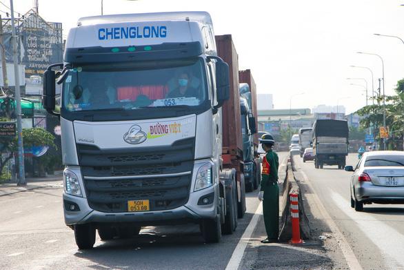 Lập nhóm Zalo hỗ trợ vận tải cho TP.HCM, Đồng Nai, Bình Dương, Long An - Ảnh 1.