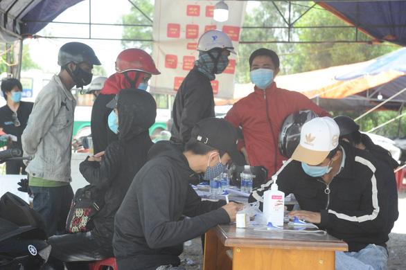 Quảng Nam tiếp tục đón công dân từ TP.HCM về quê - Ảnh 2.