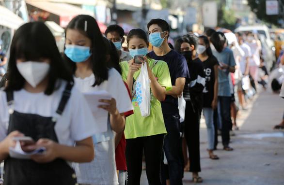 Campuchia bắt đầu tiêm ngừa COVID-19 cho nhóm thiếu niên - Ảnh 2.