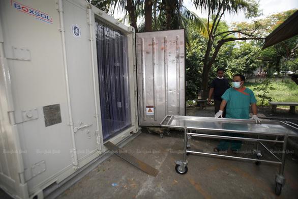 Bệnh viện Thái mua thêm container đông lạnh giữ xác, Lào có số ca COVID-19 kỷ lục - Ảnh 2.