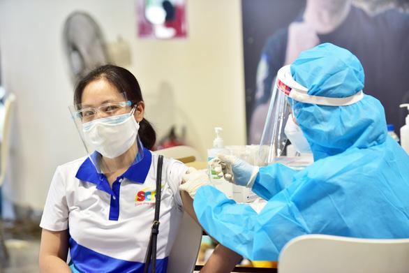 Tối 1-8: Cả nước thêm 4.246 ca, đã tiêm hơn 6 triệu liều vắc xin - Ảnh 1.