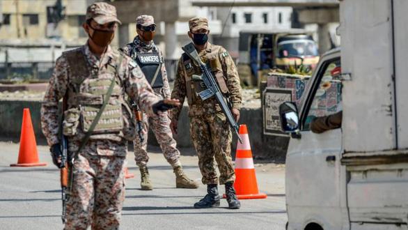 Người Trung Quốc liên tục bị tấn công, Pakistan điều quân đội bảo vệ - Ảnh 1.