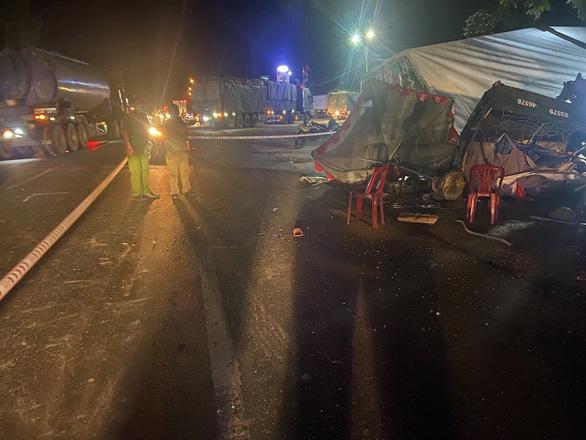 Gia đình 5 người đi xe ba gác về quê bị xe tải tông thương tâm - Ảnh 2.