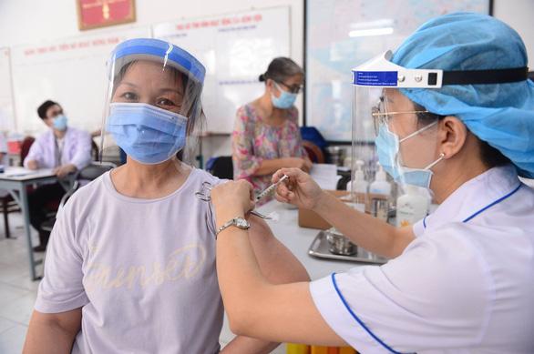 Thủ tướng chỉ đạo chi viện thêm nhân lực y tế cho miền Nam - Ảnh 1.
