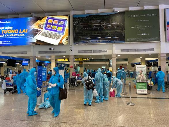 Quảng Nam tiếp tục đón công dân từ TP.HCM về quê - Ảnh 1.