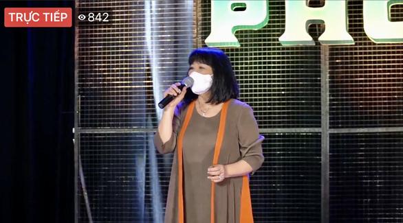 Bác sĩ, nghệ sĩ livestream chia sẻ với công chúng qua chương trình Thành phố 18h - Ảnh 5.